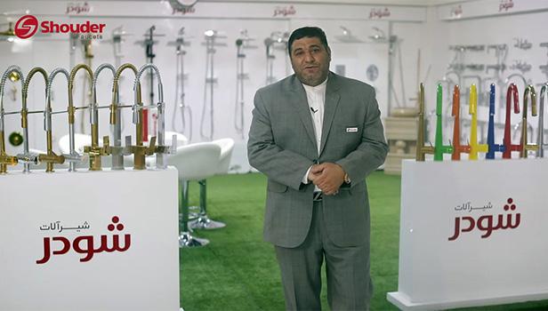 آقای طباطبایی مدیریت فروشگاه شودر در کرج از مدل روگن میگوید.